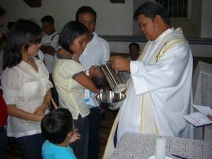 ジェーンの親友の長男の洗礼はクリスチャンにとって欠かせない行事だ