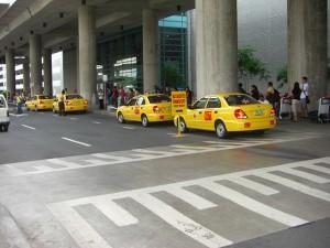 イエロータクシーの待合所には長い列