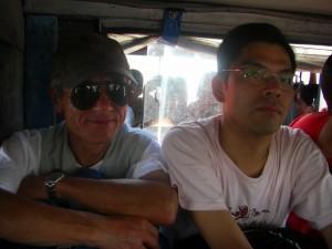 フィリピン通はジープで移動する