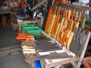 タバコ名物の刃物を売る店