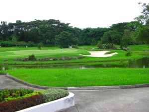 フィリピン人ゴルフプレイヤーの名をとったミモザのゴルフコース